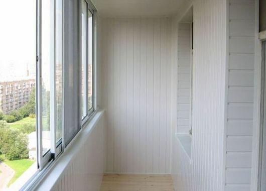 Отделка балкона пластиком Киев