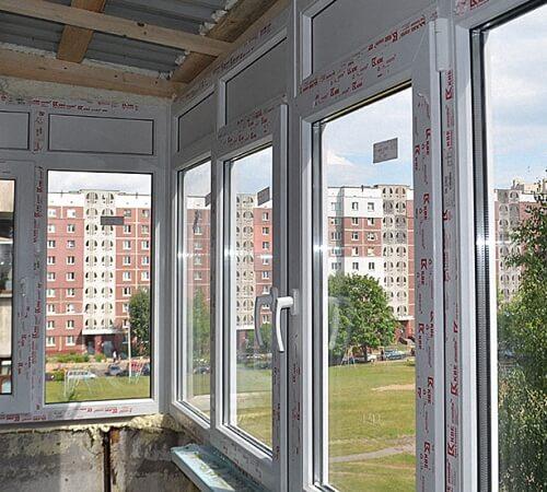 Установка пластикового окна на балконе
